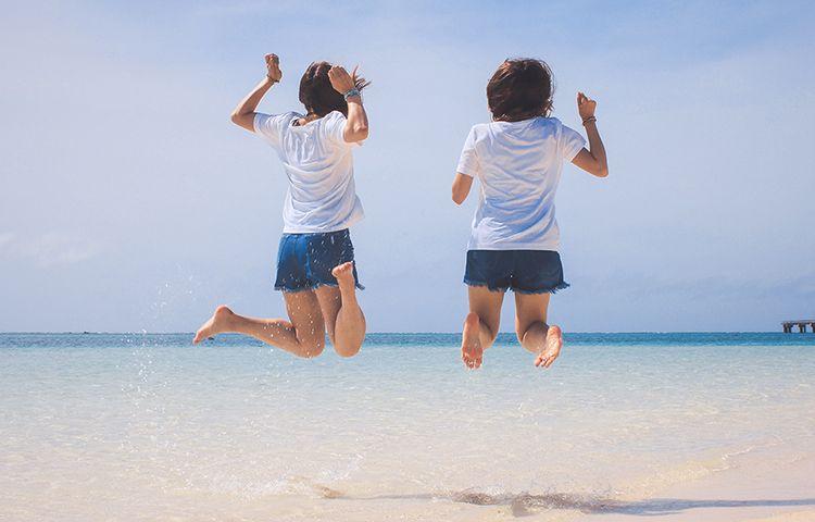 海でジャンプ